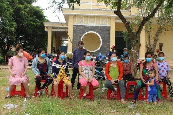 21 thai phụ gần đến ngày sinh nở được huyện Tân Thạnh hỗ trợ về quê những ngày qua.