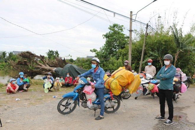 Những ngày qua, hơn 3.000 người đã được huyện Tân Thạnh hỗ trợ ăn, nghỉ, cách ly, xét nghiệm... trước khi về quê theo nguyện vọng.